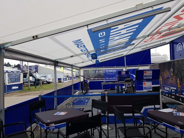 Race awings / motor sport awnings with lighting and compressed air