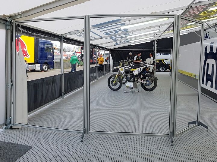 Race awings / motor sport awnings with indoor partition walls